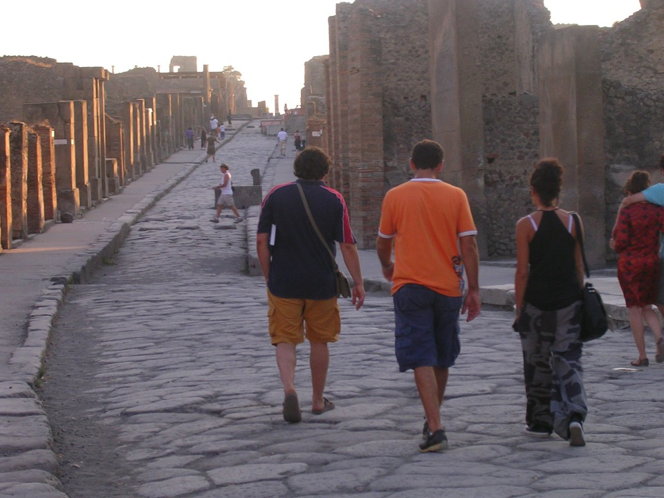 "Walking tour at Pompeii along ""Via dell'Abbondanza"""