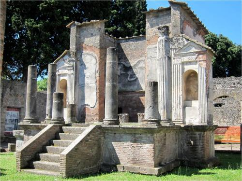 an introduction to the history of mt vesuvius and the pompeian artifacts in the villa of mysteries Pompeii was destroyed, together with herculaneum, stabiae, torre annunziata, and other communities, by the violent eruption of mount vesuvius in 79 ce the circumstances of their destruction.